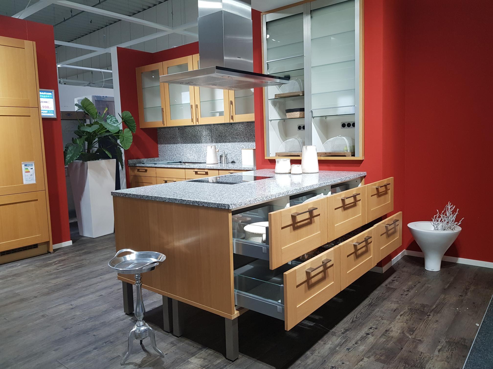 MEDA Gute Küchen Nobilia Landhausküche weiß
