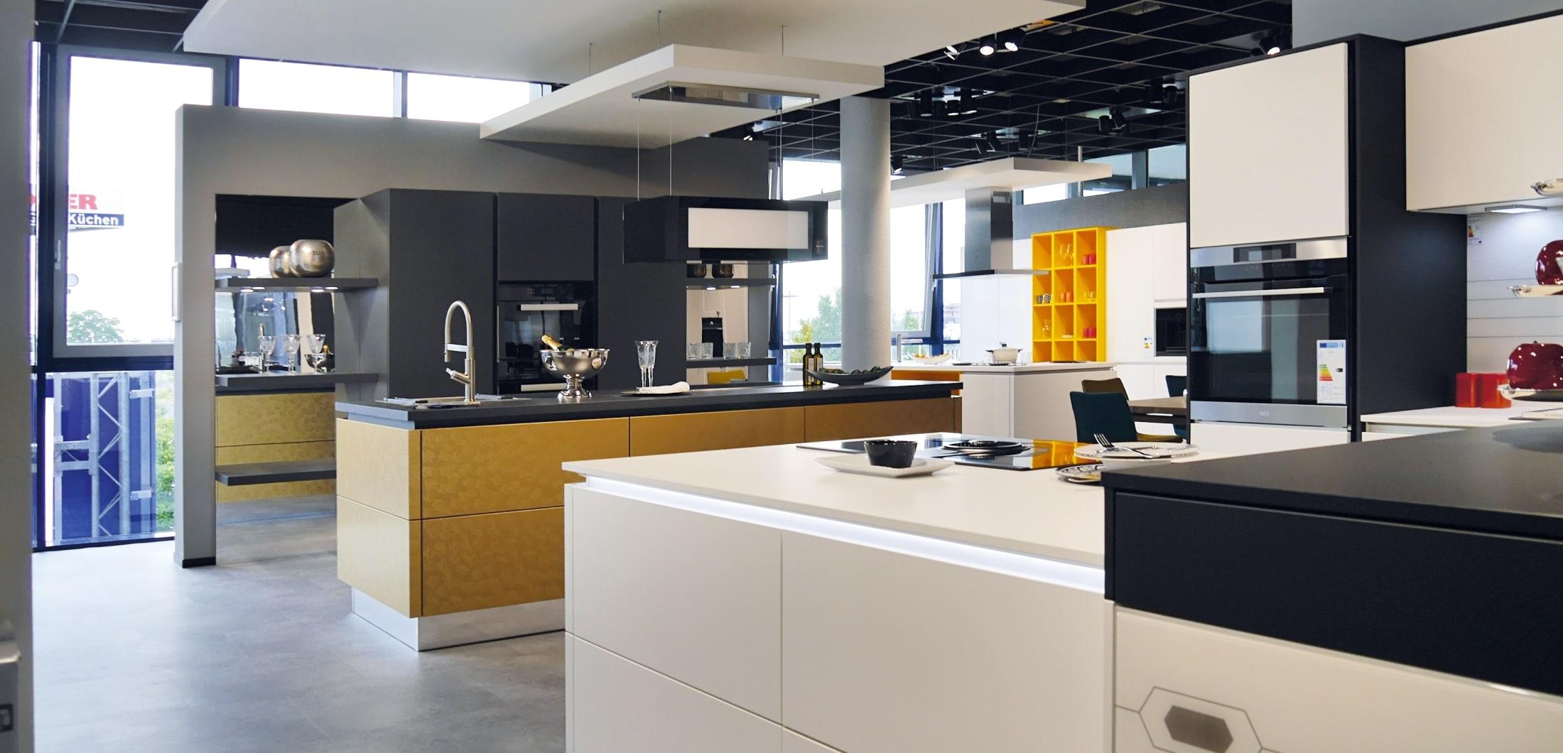 Designerküchen mit Kücheninseln und hochwertiger Ausstattung