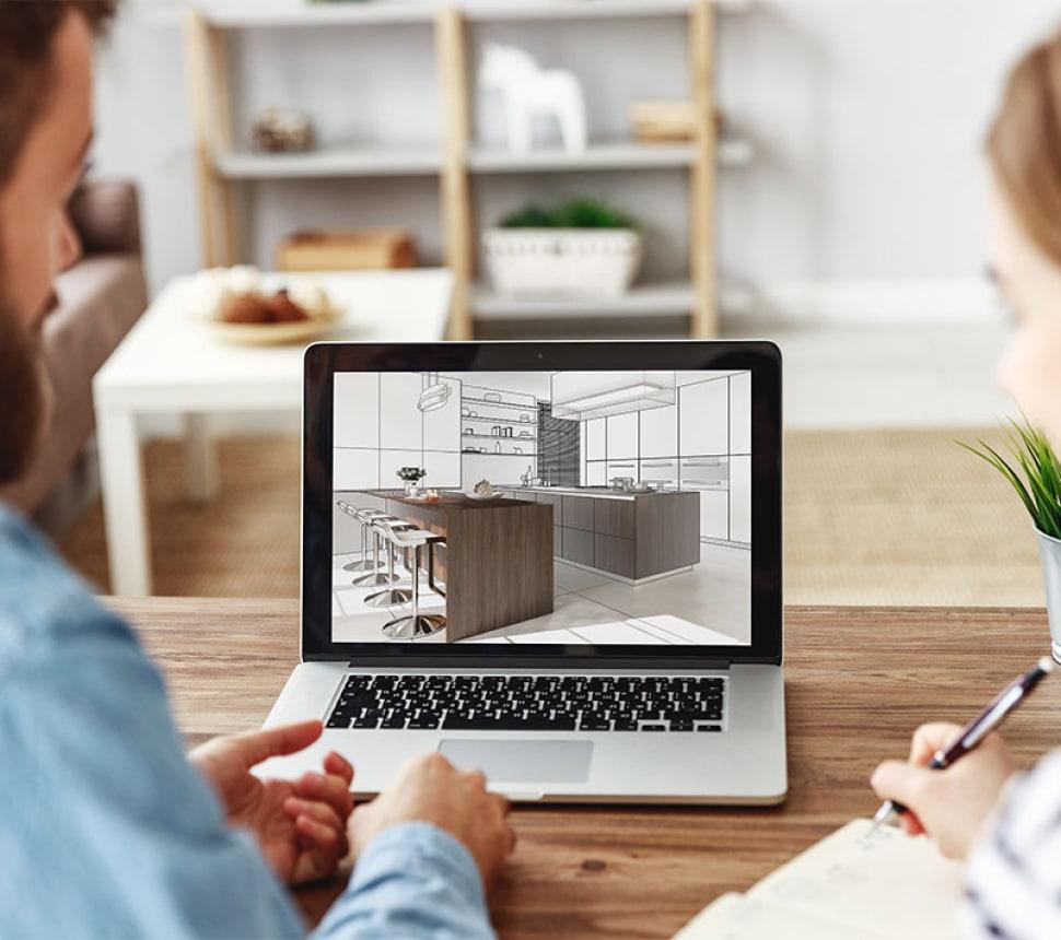 Paar bei Online Beratung und Küchenplanung