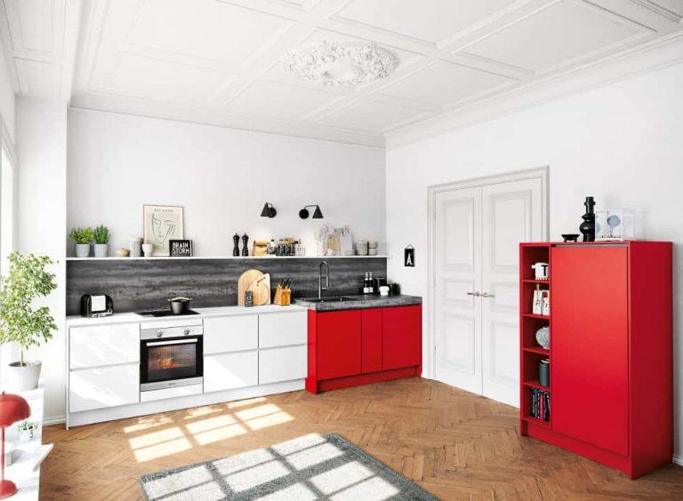 rot-weisse küche mit bauknecht geräten