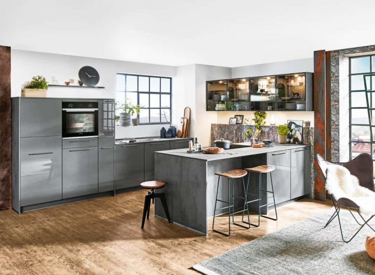 graue Siemens Küche mit Kücheninsel