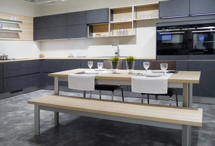 L-Küche mit Essbereich