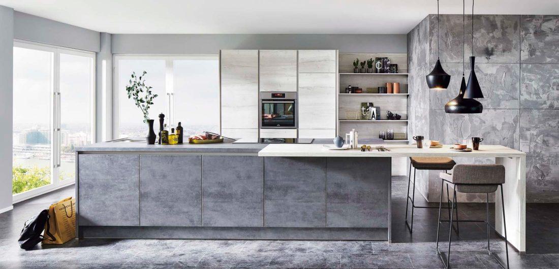 Designerküche mit grauen Fronten