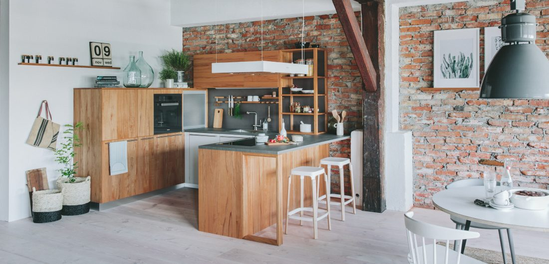 Helle Echtholzküche in U-Form
