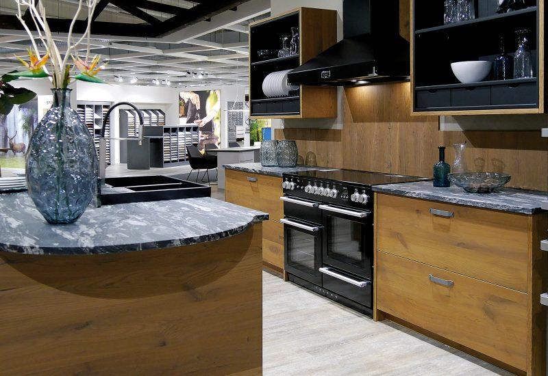 Küche mit Holzfront