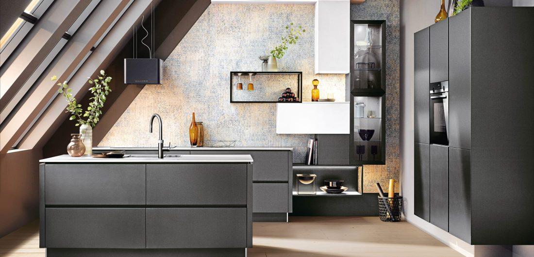 Graue Küche mit Kücheninsel