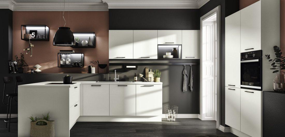 Weiße Küche in L-Form