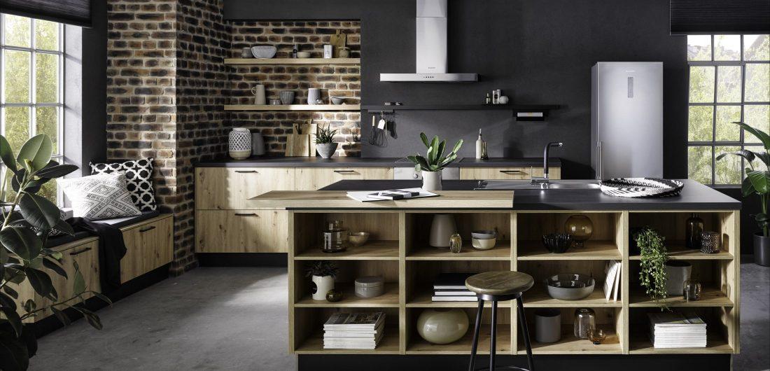 Helle Küche in Holzoptik
