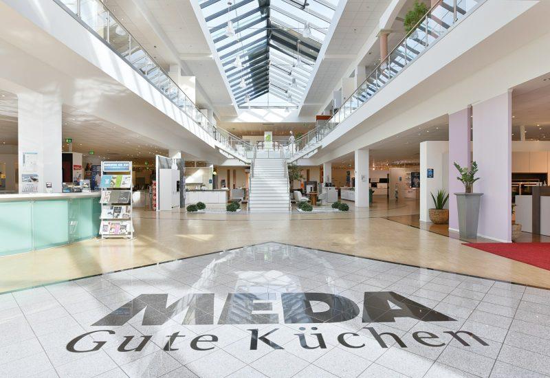 Eingangsbereich mit dem MEDA Logo