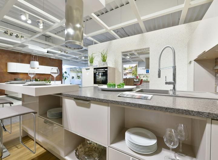 hochwertige Armatur bei Ausstellungsküche im Küchenstudio Langenfeld