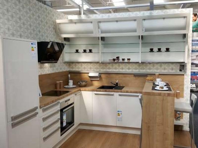 Helle Küche mit U-Form