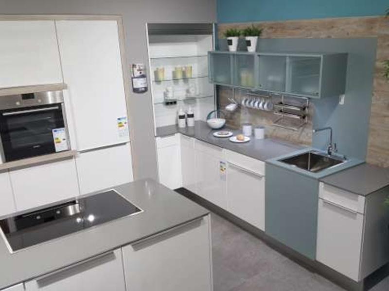 MEDA Küchen Musterküchen Nobilia K40015 weiß