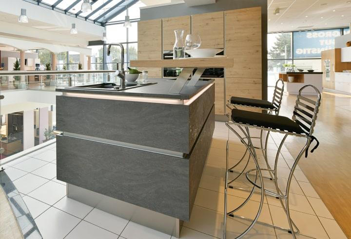 Kücheninsel einer Designerküche im Küchenstudio Ratingen.